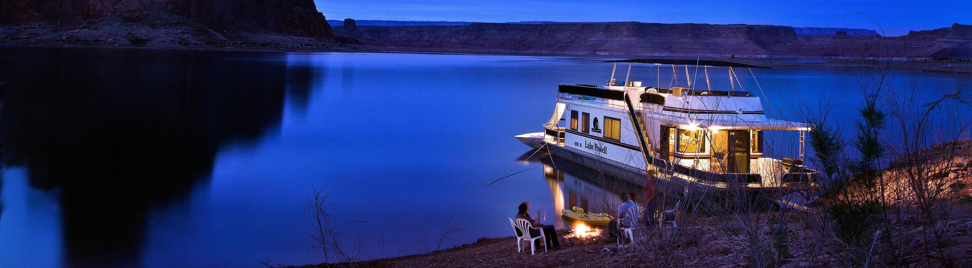 Lake Powell houseboats for rent on Lake Powell in Utah and Arizona